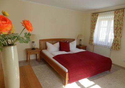 Schlafzimmer-mit Doppelbett